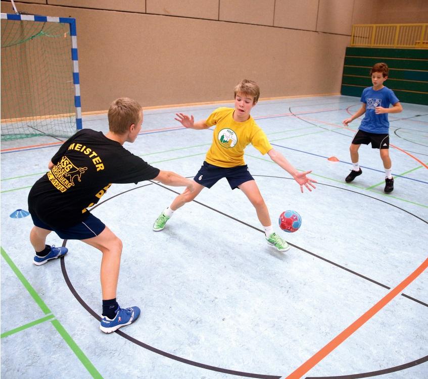 Aktives Abwehrspiel I - Ballwege antizipieren und angreifen sowie Abwehrfinten erlernen